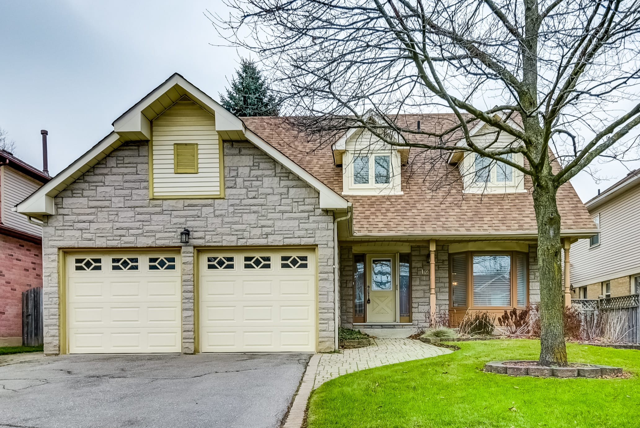12 Rothean Dr, Whitby